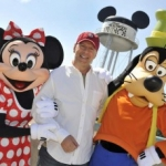 Star Sighting:  Bruce Willis with Minnie, Goofy at Hollywood Studios