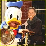 Star Sighting: Uma Thurman Pals Around at Walt Disney World