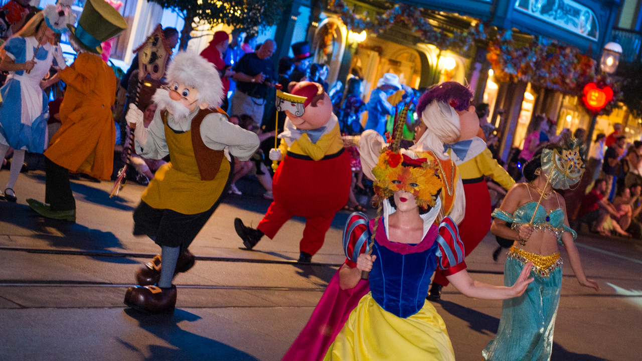 its time to start planning your holiday visits to the walt disney world resort including making reservations for the halloween and christmas dessert