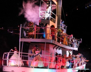 Hollywood-Studios-Fantasmic-13-600x472