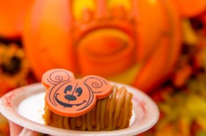 pumpkin-cheesecake-main-street-bakery-halloween-2018