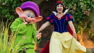 storybook-dining-artists-point-snow-white-dopey