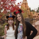 Star Sighting: Hailee Steinfeld and Tavi Hang Out at Disneyland