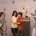 Disney Parks Guests Can Pose with an Oscar Statuette at Disney's Hollywood Studios